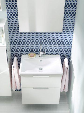 Burgbad Eqio Keramik-Waschtisch inklusive Waschtischunterschrank, Breite 630 mm, SEYQ063, Griff: Stangengriff Chrom P95
